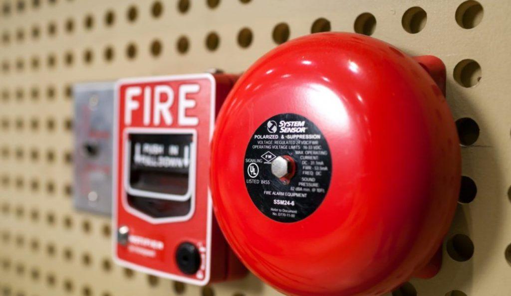 Notions de base sur les systèmes d'alarme incendie : quatre choses à savoir