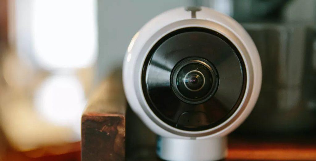 Dois-je obtenir des caméras de sécurité à la maison ou à l'intérieur?